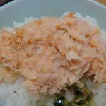 鮭茶漬けと炊き立てご飯はベストマッチ