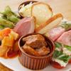 ゴールデンミートバル - 料理写真:日替わり前菜盛り合わせ/チーズとドライフルーツの盛り合わせ