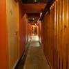 つるぎ - 内観写真:和の趣たっぷりの落ち着いた店内