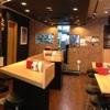 デンバープレミアム - 内観写真:ステーキの匂いが食欲を刺激する明るい店内。