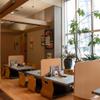 山形牛ステーキ&焼肉 かかし - 内観写真:明るい店内は、お座敷も完備。