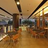 ポータル カフェ アキバ - 内観写真:開放感のあるテラス