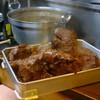 髭政 - 内観写真:コトコト煮ること4時間で串揚げのビーフシチュウ用の肉がようやくできあがり。