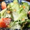 居酒屋 Raita - 料理写真:近隣の農家から仕入れている野菜をたくさん食べられる『安定のサラダ』は、シーザードレッシングが決め手