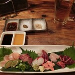 鶏好きに嬉しい!レアな部位やブランド鶏が食せるなど、個性が楽しい焼き鳥&鶏料理屋さん。和歌山市内。