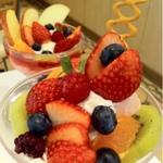 【東京都内カフェ】旬がどっさり!フルーツパフェのお店9選