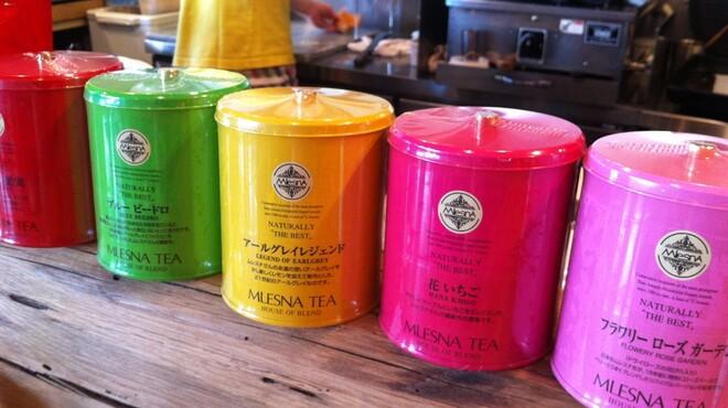 Kunitachi Tea House - 内観写真:80gのリーフが入ったレトロ缶