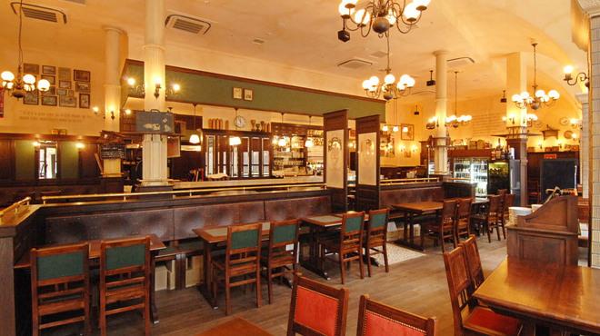 ベルジアン ブラッスリーコート アントワープ シックス - 内観写真:店内はカウンター席の他、レストラン席、パブ席と様々なシーンにご利用いただけます。