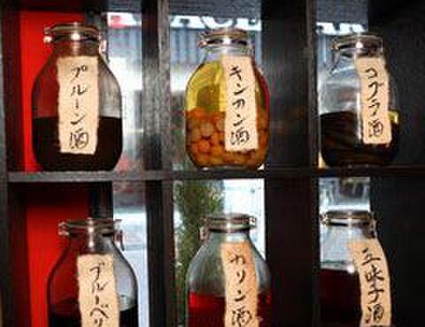 牛國 - 内観写真:本格的薬膳酒の数々