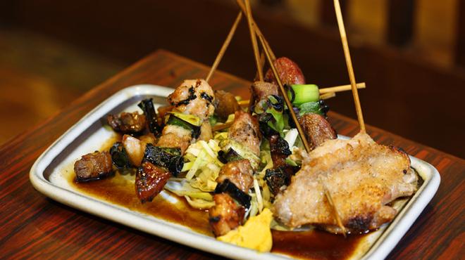 居酒屋 葉牡丹 - 料理写真:創業当時から変わらぬ秘伝のタレと味、串焼盛合せ。