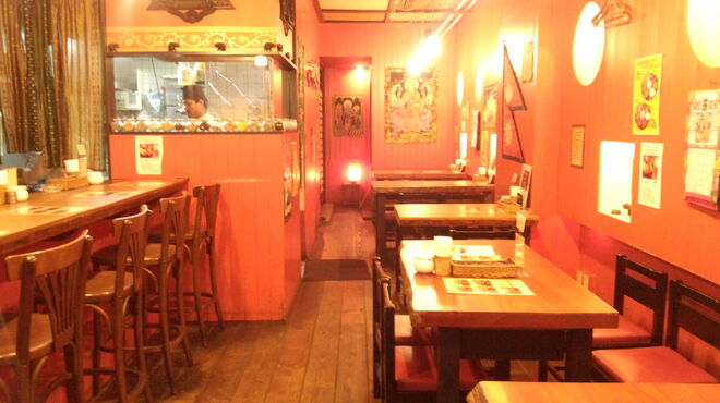 マナカマナ - 内観写真:テーブル席(20名様OK)で・・・のんびりネパール時間♪