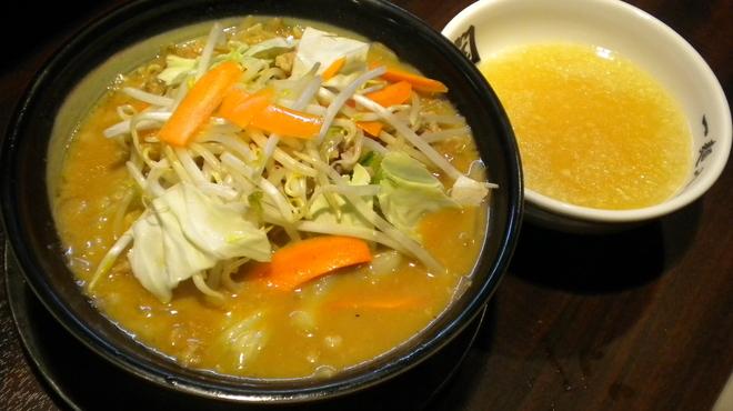 らーめん 潤 - 料理写真:特製みそらーめん(割りスープ付)930円