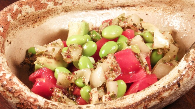 海華月 - 料理写真:枝豆とトマトとアボカドのアンチョビオニオンサラダ
