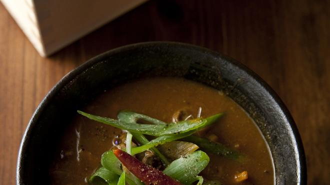 深夜カリー Gorgo - 料理写真:当店自慢のカレーうどんは野菜たっぷりのヘルシーな一品となっております。是非お試し下さい。
