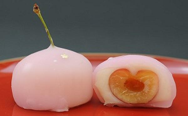 松竹堂 - 料理写真:サクランボ:種を抜いて包んでいるので食べやすいです。