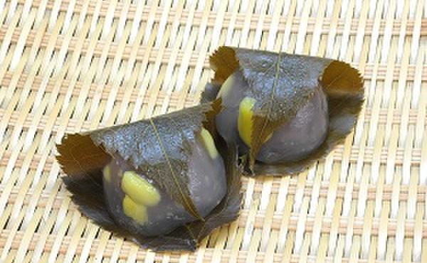 松竹堂 - 料理写真:くり葛:葛饅頭に栗を入れました。