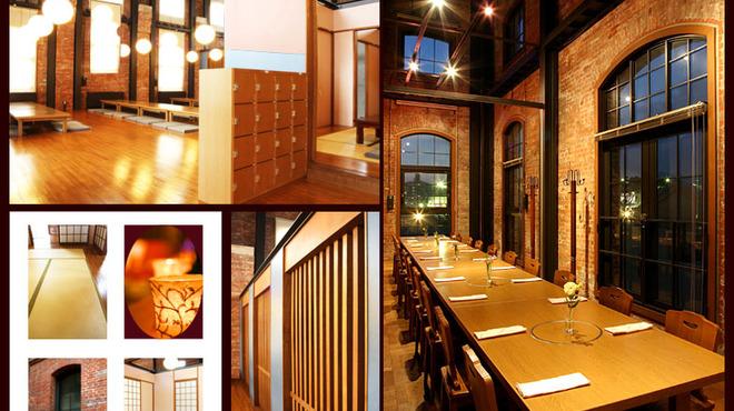 淡路ごちそう館 御食国 - 内観写真:赤レンガと和の融合。畳の部屋でありながら壮大な吹抜けの不思議な空間。