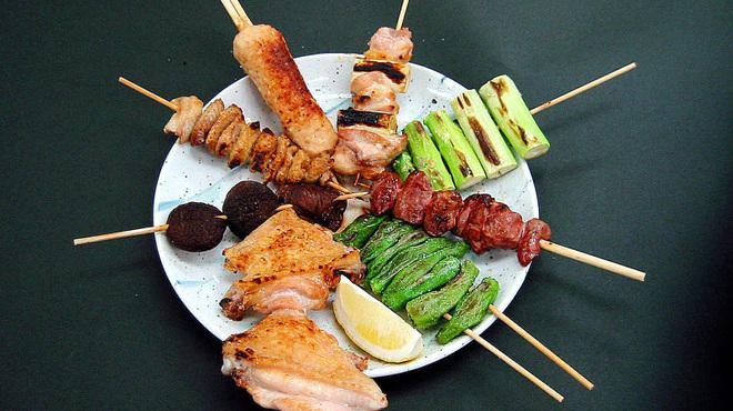 大市 - 料理写真:焼き鳥串盛り合わせ