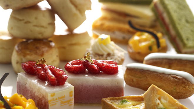 ザ・ロビーラウンジ - 料理写真:ペストリーシェフが心をこめてご用意するペストリーの数々