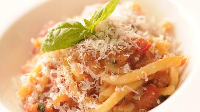 レオーネ・マルチアーノ - 料理写真:「本物のイタリアを食べ尽くす」がコンセプト。エミリアロマーニャ州出身のパオロ・マッツィーニによる手作りパスタや新鮮な魚介料理をどうぞ。