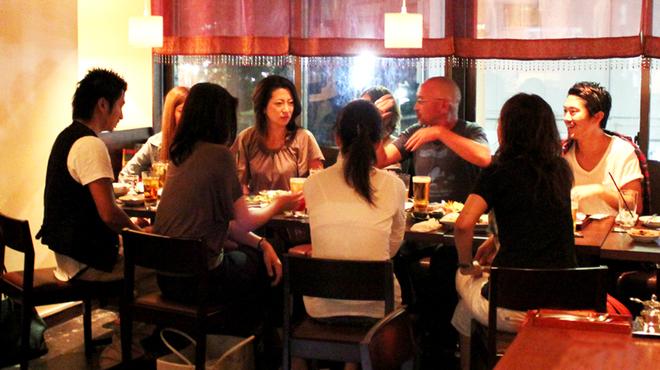 ブルーパパイアタイランド - 内観写真:ゆったり寛げる店内は、お誕生日会や50名様までの貸切パーティーもOK!
