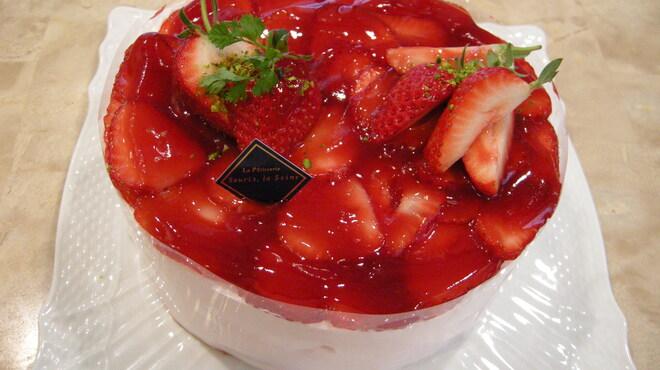 スーリィ・ラ・セーヌ - 料理写真:とにかく苺の香りとみずみずしさに溢れんばかりのおいしさです。