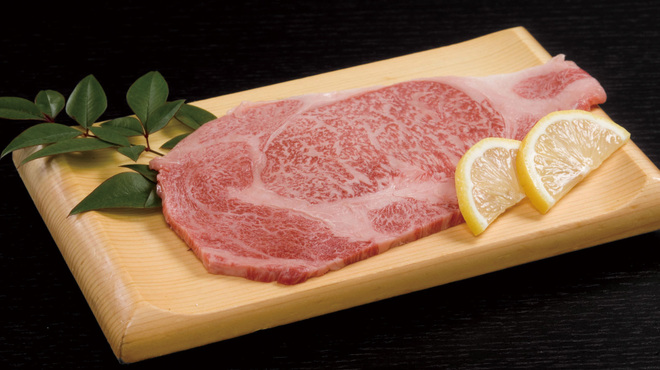 うしすけ - 料理写真:特選牛リブロース3600円☆ 脂の甘さがひきたつ最上級肉!