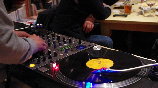 ブルックリンパーラー - 内観写真:毎週火曜日は、ブルーノートプロデュースならではの豪華DJ陣で贅沢なひとときを。
