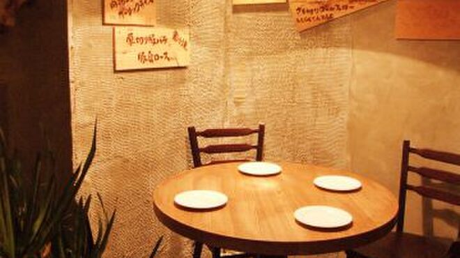 ナゴヤ ブッチャーズ - 内観写真:デート使いに最適♪テーブル席もご用意☆