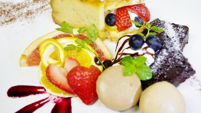 恵比寿BAR - 料理写真:当日OKのデザートプレートは 素敵なメッセージをお入れします。