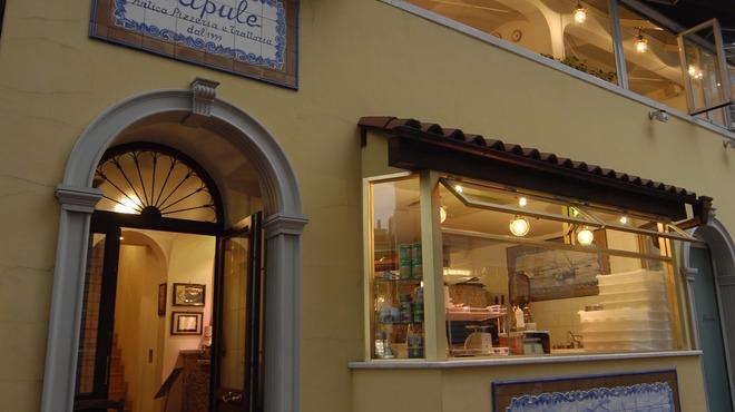 ナプレ - 外観写真:焼き立てピッツァやナポリ郷土料理をお気軽にお楽しみください。