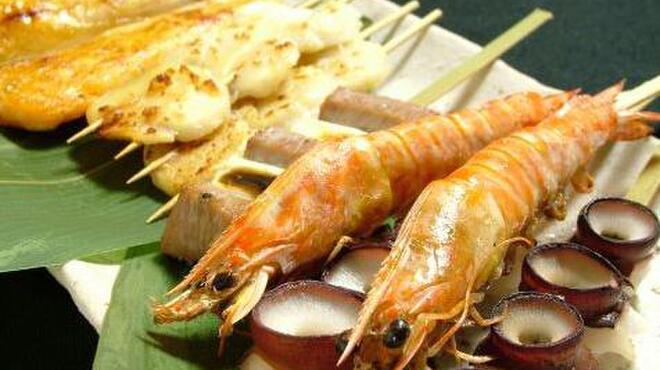 凪 - 料理写真:【魚介の炙り串】旬の素材やお魚をアレンジした料理が楽しめます。蕎麦屋ならではの「かえし」を使った料理はどれも絶品です。
