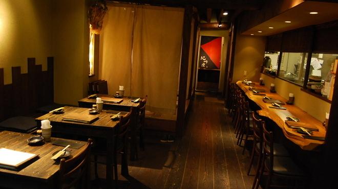 紀州屋 - 内観写真:テーブル席 18席 / カウンター 8席