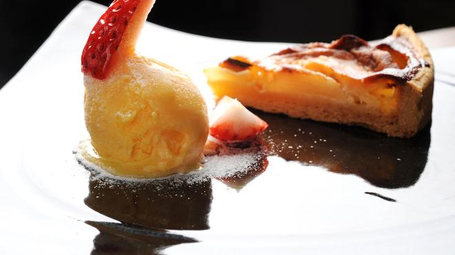 クレメンティア - 料理写真:リンゴのタルト ザバイオーネのジェラート