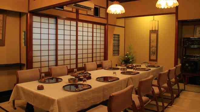 日本橋いづもや - 内観写真:本館お座敷個室は16名様くらいまでご利用いただけます。