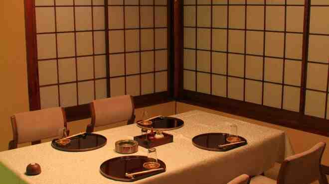 日本橋いづもや - 内観写真:2名様から個室のご予約承ります。