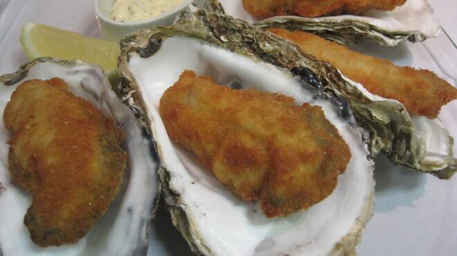 COVO - 料理写真:当店独自の揚げ方で!ぷりっぷりの剥きたて生牡蠣フライ♪