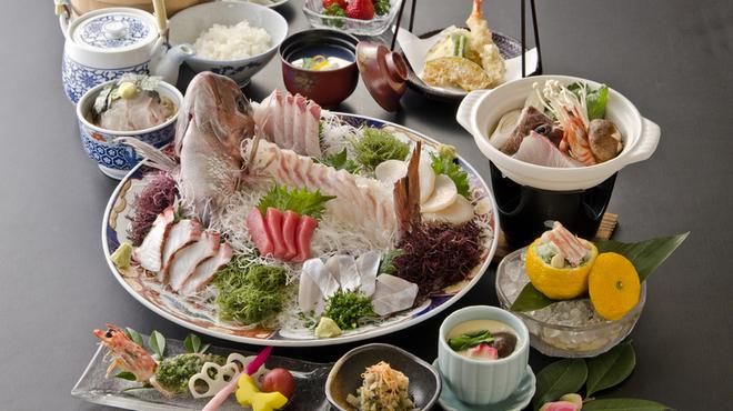 割烹よし田 - 料理写真:鯛茶付きの竹会席が人気です(全10品 5250円) 詳細はコースページを御覧ください