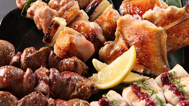 鳥一代 - 料理写真:おまかせ焼きとり盛り合わせは産地にこだわった、伊達鶏を使用した人気の焼き鳥です♪