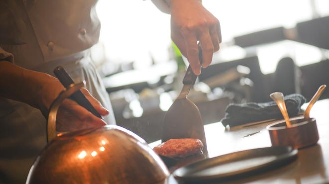 ステーキハウス ミディアムレア - 内観写真:名物のハンバーグは絶品です