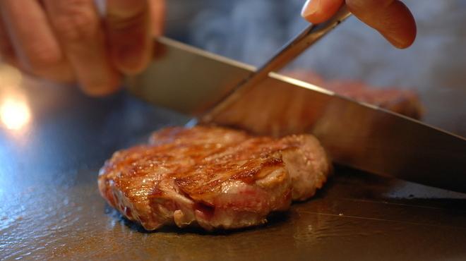 ステーキハウス ミディアムレア - 料理写真:【神戸牛】当レストランの神戸牛は、厳しい基準を満たしたA4ランクのみを取り扱ています。繊細な霜降りと上品な甘味を兼ね備えた神戸牛をご堪能くださいませ。