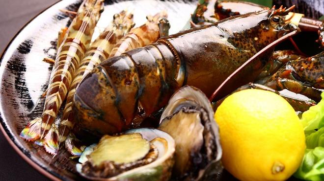 ステーキハウス ミディアムレア - 料理写真:新鮮な魚介もご用意しております。贅沢な食材をふんだんに使用したフルコースもございます。