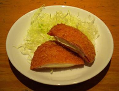 給食当番 - 料理写真:クリームチズ入りハムカツ