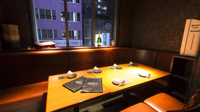 山本牛臓 - 内観写真:個室6~7名様でごゆっくりご利用頂けます。ご利用は5名からになります。