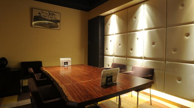 イチズ - 内観写真:【VIP完全個室】人気のお席に付き、お早目のご予約を。