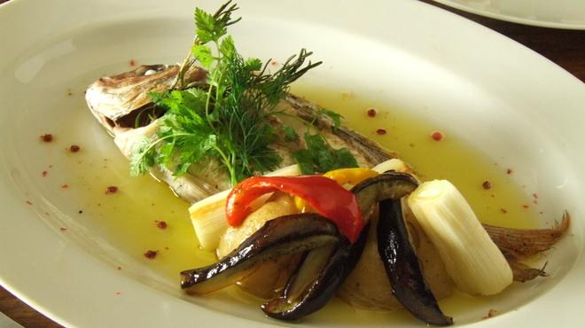 ポズダイニング - 料理写真:鮮魚の丸ごと1匹香草オーブン焼き