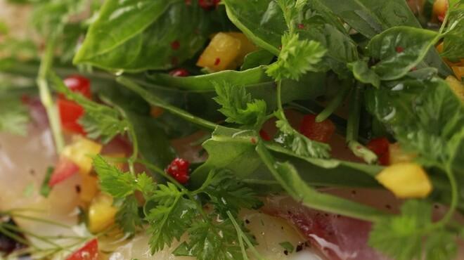 ポズダイニング - 料理写真:旬魚のカルパッチョ