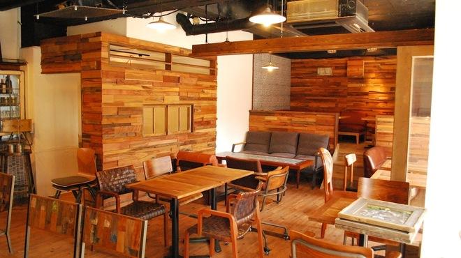 anea cafe - 内観写真:小上がりのロフトスペースや個室もあってシーンによってパーティやオフ会に!