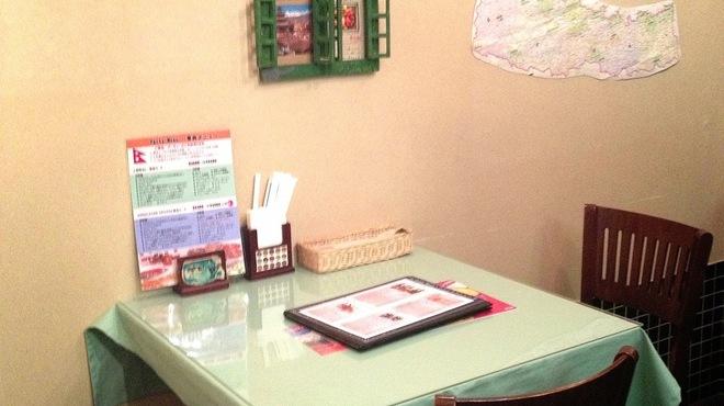 ヒマラヤンビレッジ - 内観写真:テーブル席