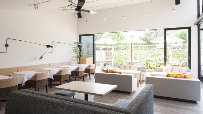 ブランチキッチン - 内観写真:開放感抜群の空間でゆったりとしたブランチタイムを!